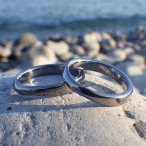 滑らかな曲線が心地よい!タンタルの結婚指輪 Tantalum Rings
