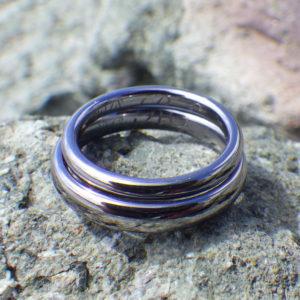 絆をいつも思い出させてくれる「合わせ絵」の文字刻印・タンタルの結婚指輪 Tantalum Rings