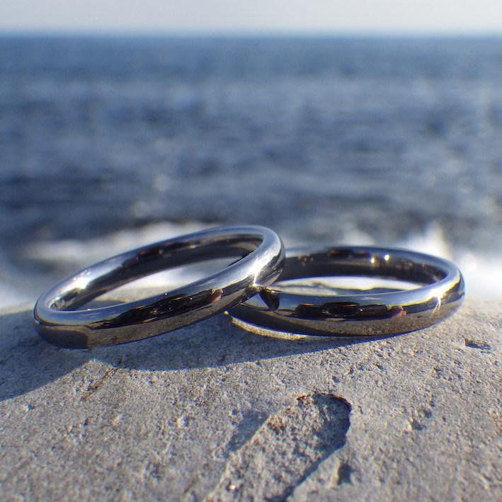 金属アレルギーでも、お二人で仲良く着けられるタンタルの結婚指輪 Tantalum Rings