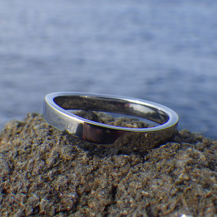 金属アレルギーの方でも安心して身につけて頂けるハフニウムの結婚指輪 Hafnium Ring