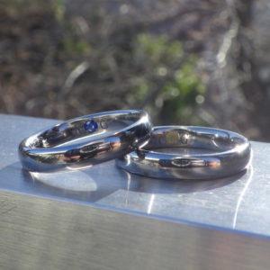 ルチルクォーツとサファイアを石留めしたタンタルの結婚指輪 Tantalum Rings