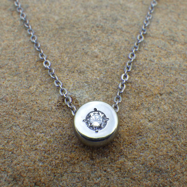 ハフニウムのダイヤモンドネックレス Diamond Necklace
