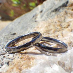 金属アレルギーの心配がないタンタルの結婚指輪 Tantalum Rings