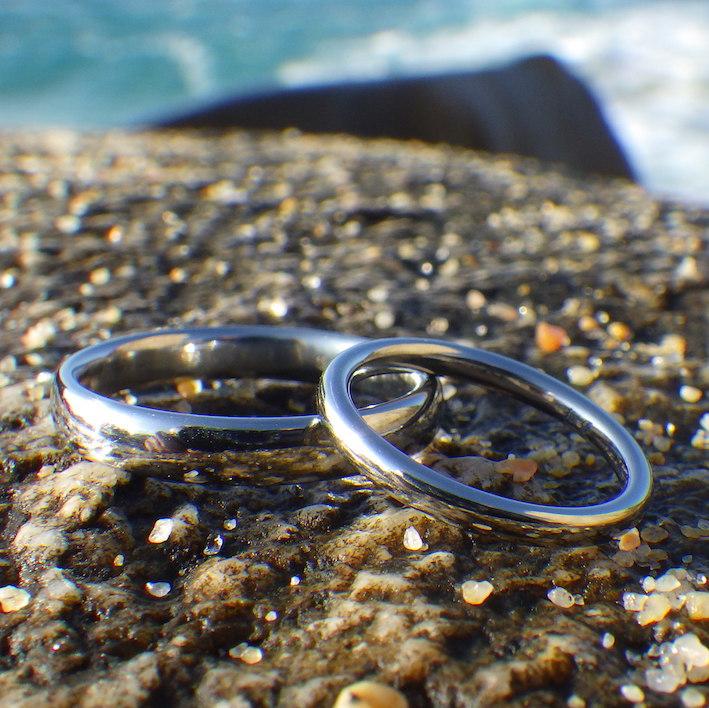 最高の素材で品の良いシンプルなデザイン・ハフニウムの結婚指輪 Hafnium Rings