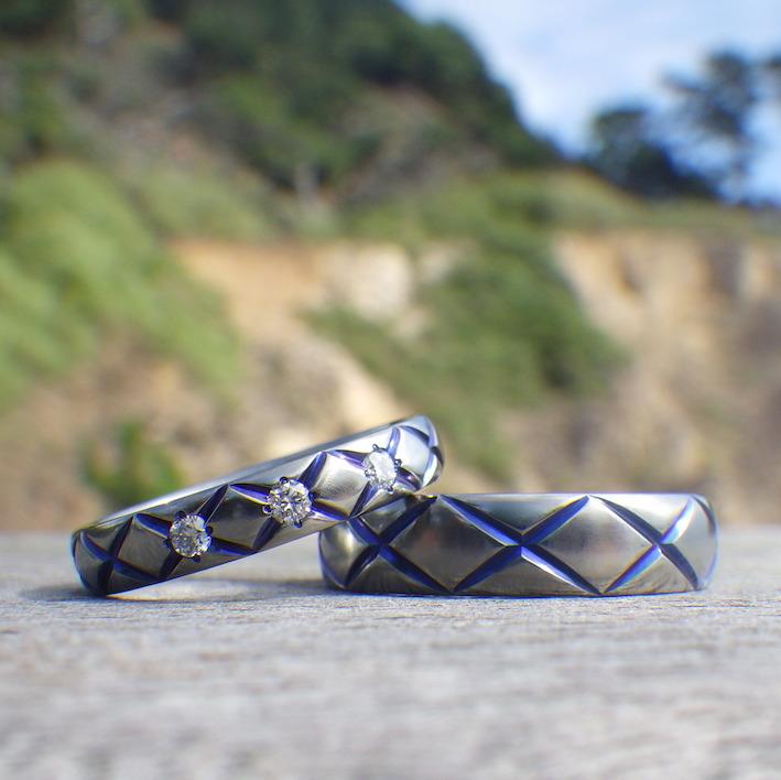ロイヤルブルーの発色が美しい!ハフニウムの結婚指輪 Hafnium Rings