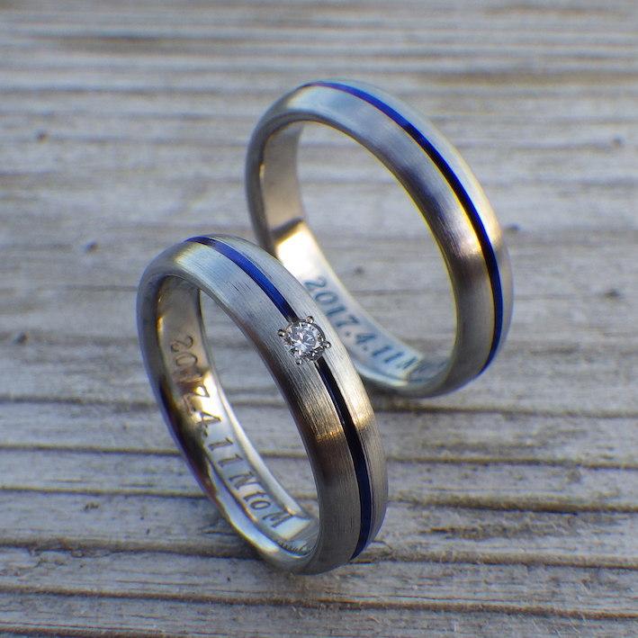 ロイヤルブルーのセンターライン・ハフニウムの結婚指輪 Hafnium Rings