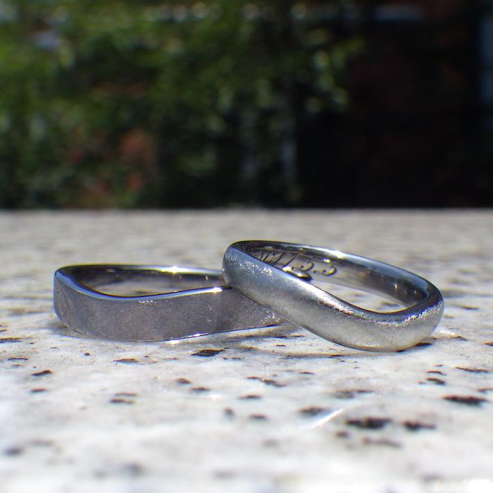 似た所と違う所・タンタルとハフニウムの結婚指輪 Tantalum & Hafnium Rings
