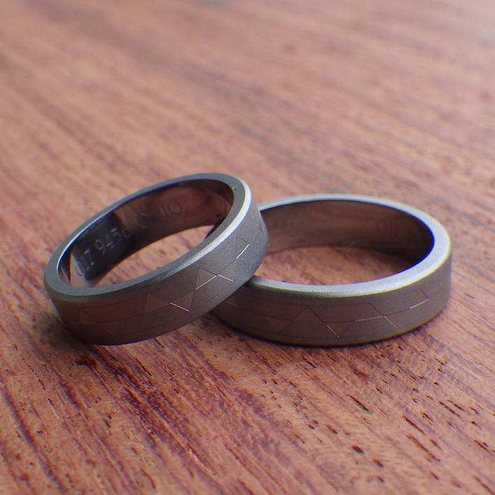 幾何学模様を彫刻・タンタルの結婚指輪 Tantalum Rings
