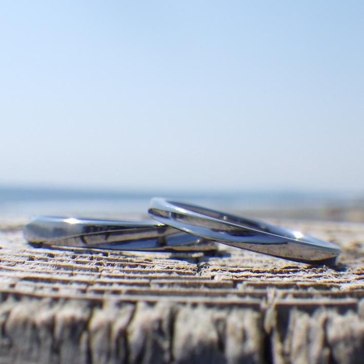 ナナメの削りが美しい雰囲気!タンタルの結婚指輪 Tantalum Rings