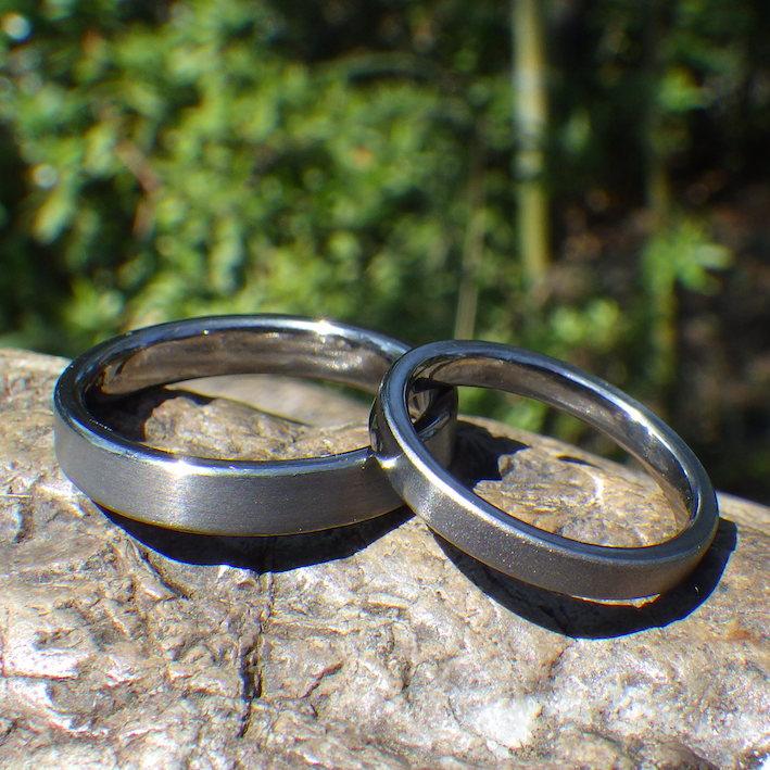 グラデーションの艶消し仕上げが美しい!タンタルの結婚指輪 Tantalum Rings