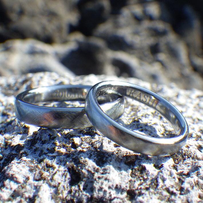 いい雰囲気の綾目ヘアライン仕上げ!ハフニウムの結婚指輪 Hafnium Rings