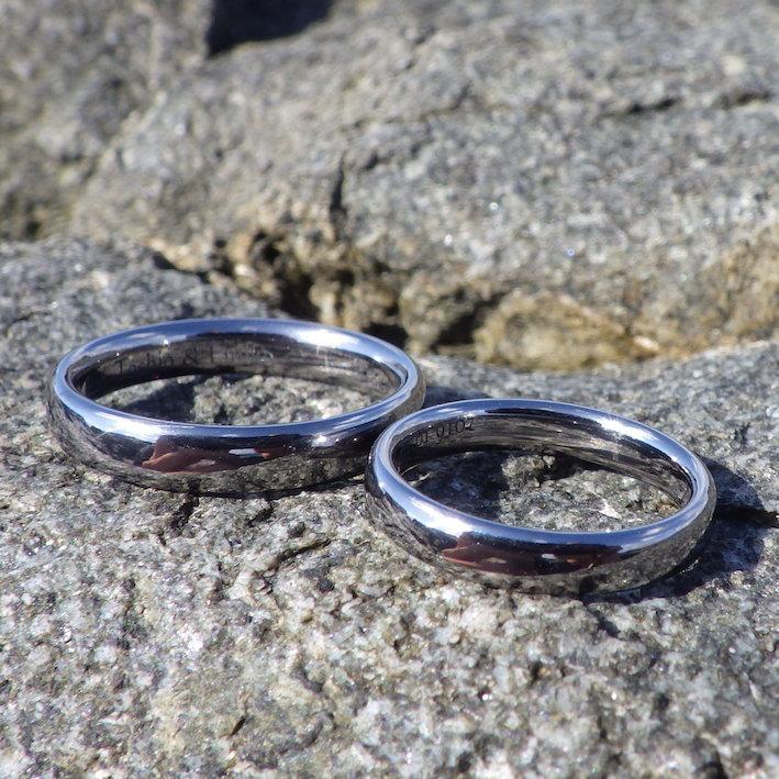 何百本と削り出して研ぎ澄まされたデザイン・タンタルの結婚指輪 Tantalum Rings