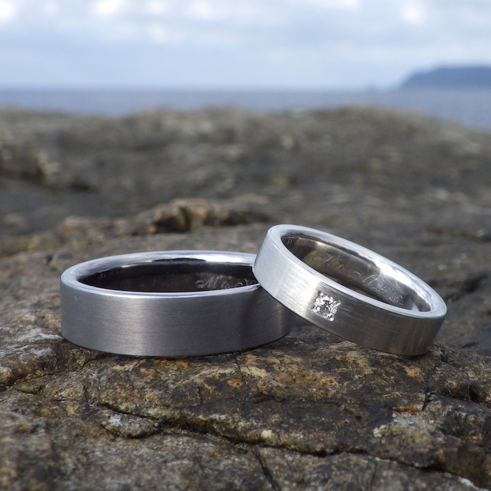 タンタルとプラチナの美しいコントラスト Tantalum & Platinum Rings