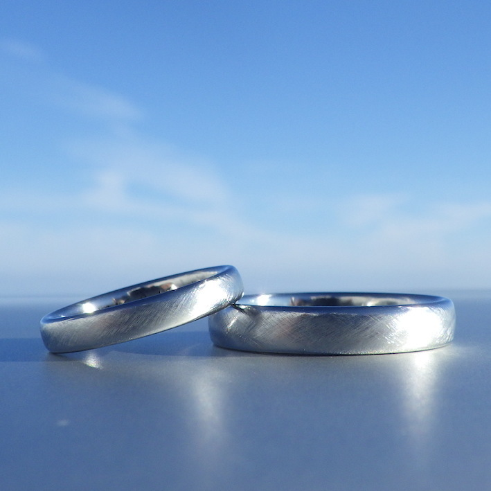 指になじむ美しい輝き!ハフニウムの結婚指輪 Hafnium Rings