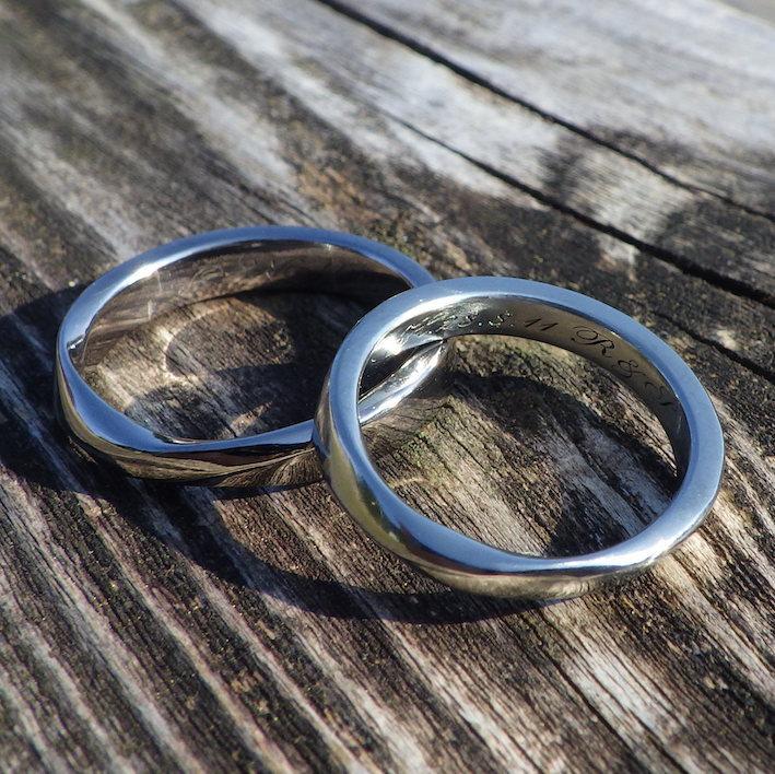 メビウスの輪のデザイン・タンタルとハフニウムの結婚指輪 Tantalum & Hafnium Rings