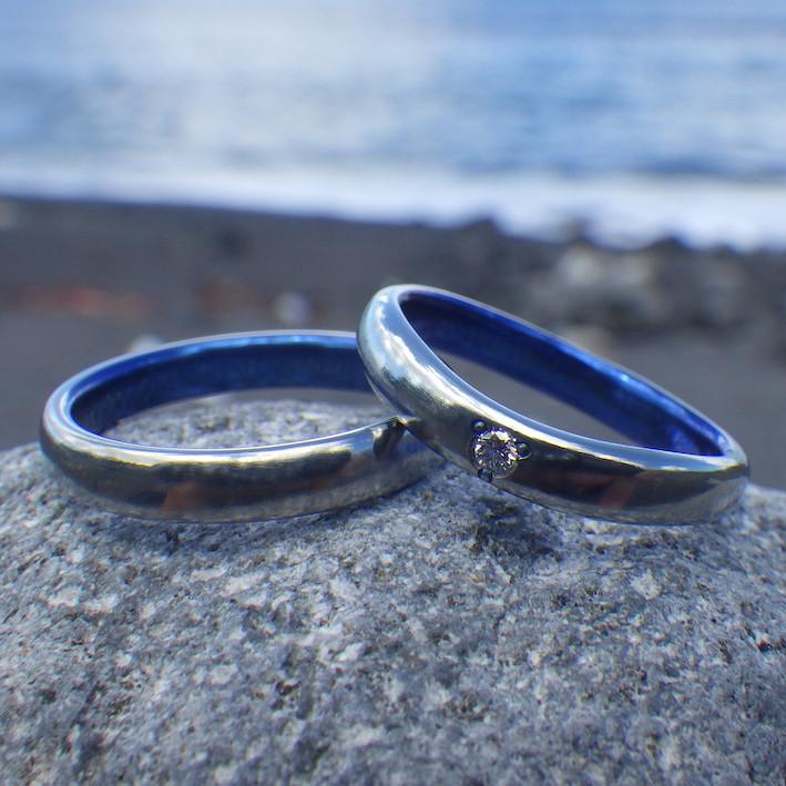 ハフニウムの美しいロイヤルブルー仕上げ・ハフニウムの結婚指輪 Hafnium Rings
