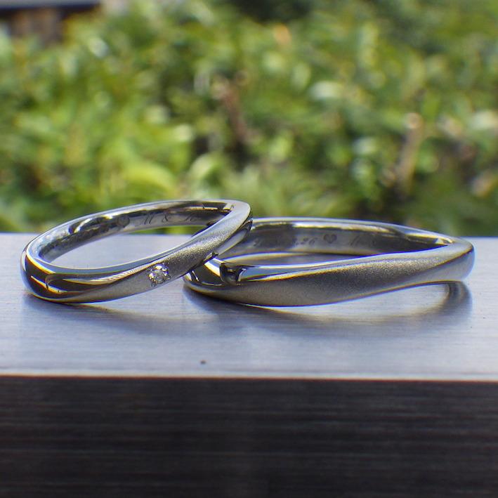 波打った曲線が美しい!ハフニウムの結婚指輪 Hafnium Rings