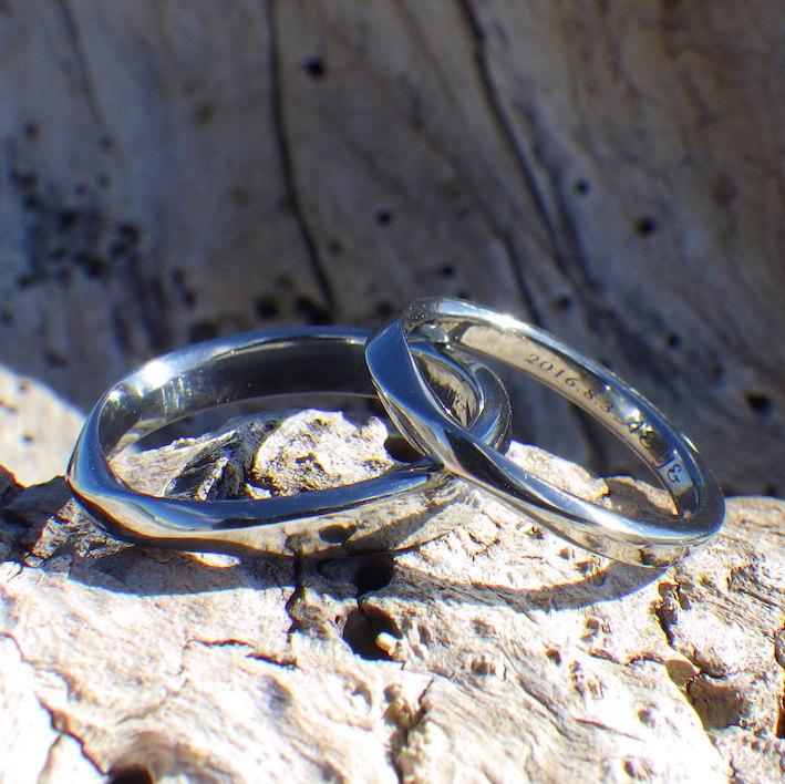 純ハフニウムを削り出して作る、丈夫で安心安全な結婚指輪 Hafnium Rings