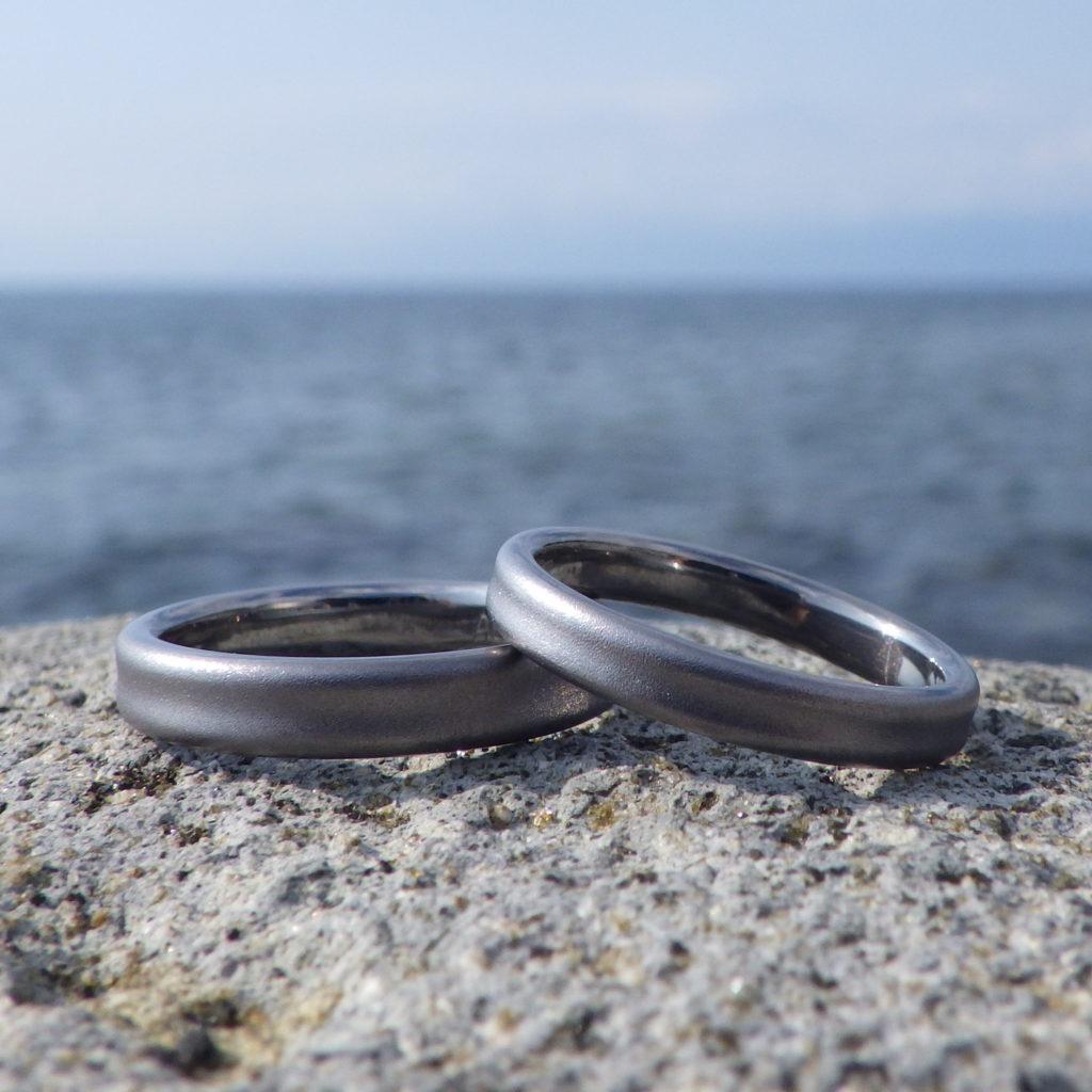 ヒトに優しく、落ち着いて美しい金属・タンタルの結婚指輪 Tantalum Rings