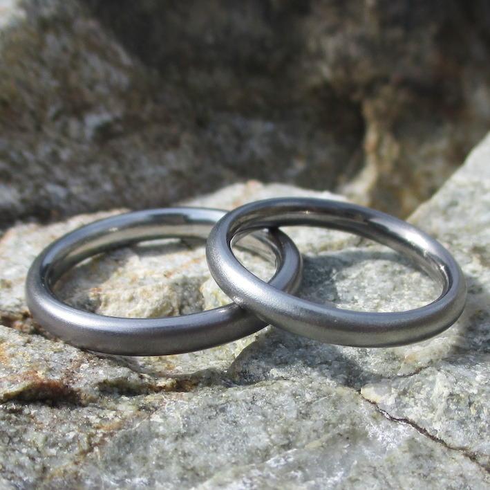 タンタルとハフニウムを内外で組み合わせた結婚指輪 Tantalum & Hafnium Rings