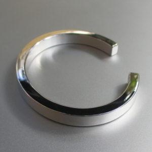白金族で最も白い金属・ロジウムのバングル Pure Rhodium Bangle