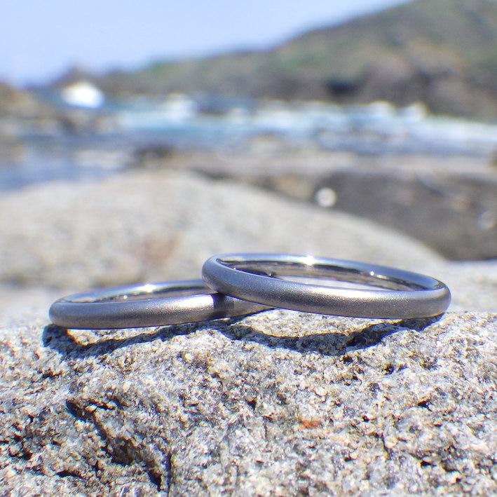 独自の冷間鍛造技術で実現・タンタルの結婚指輪 Tamtalum Rings