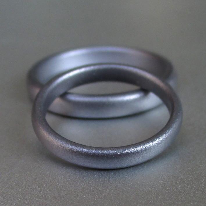金属アレルギーにならないシンプルなタンタルの結婚指輪 Tantalum Rings