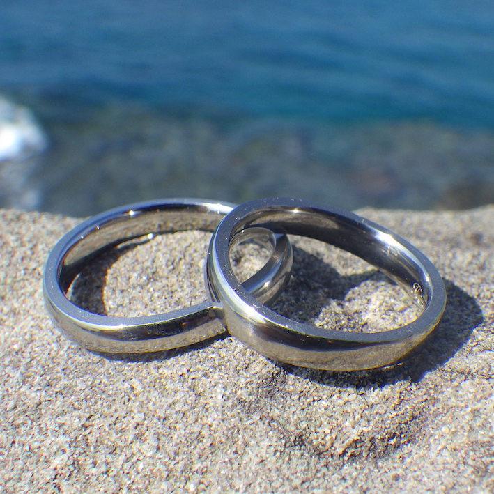 航空機エンジンのチタンブレードを結婚指輪に