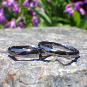 究極の着け心地の絶品リング・タンタルの結婚指輪 Tantalum Rings