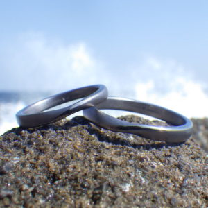 着け心地の良い丸みをつけたメビウスの輪・タンタルの結婚指輪 Tantalum Rings