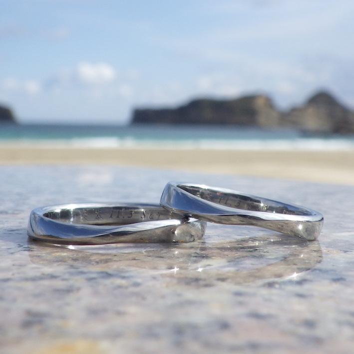 流麗なメビウスの輪のフォルム・ハフニウムの結婚指輪 Hafnium Rings