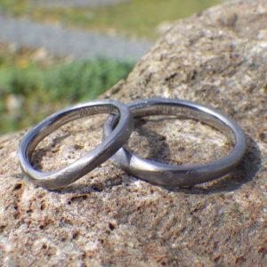 金属アレルギーの奥さまを想う気持ち・タンタルの結婚指輪 Tantalum Rings