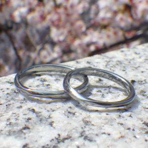 絶妙フィッティングのオーダーメイド・ハフニウムの結婚指輪 Hafnium Rings