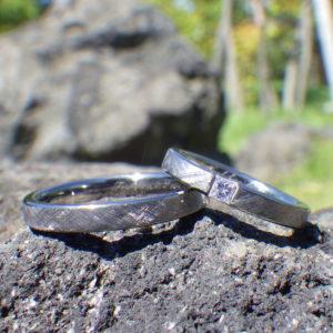 プリンセスハグセッティングのタンタルの結婚指輪 Tantalum Rings