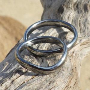 丈夫で金属アレルギーの心配が無いハフニウムの結婚指輪 Hafnium Rings
