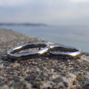 究極の着け心地の丸みのデザイン・タンタルの結婚指輪 Tantalum Rings
