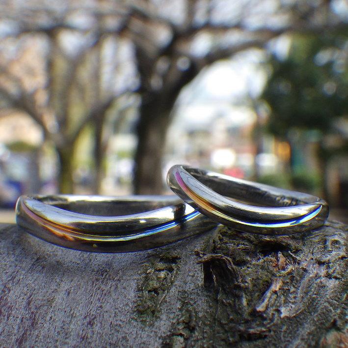 ブルー〜イエロー〜ピンクのグラデーションライン・ジルコニウムの結婚指輪 Zirconium Rings