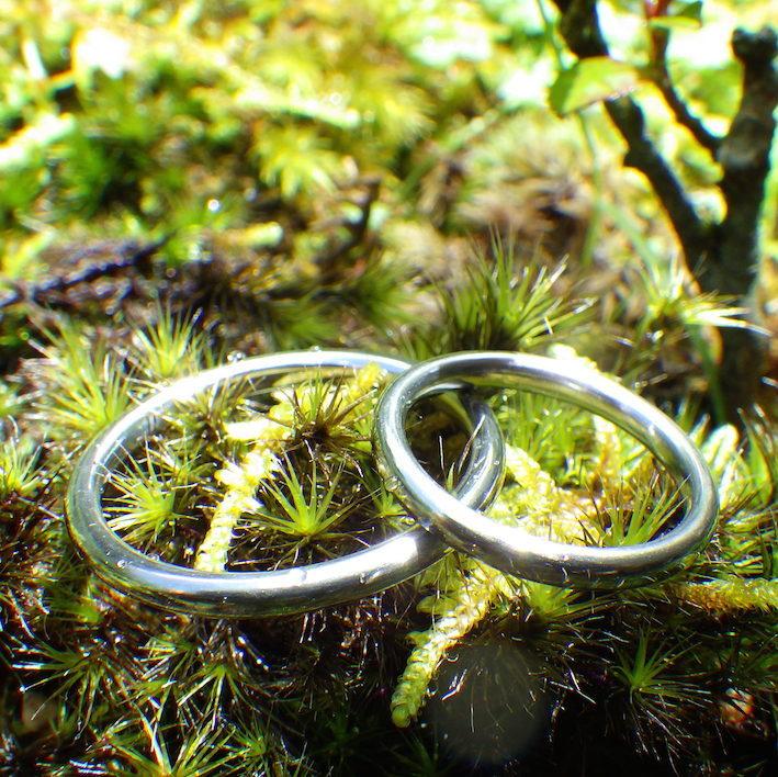 シンプルで丈夫、金属アレルギーにならないハフニウムの結婚指輪 Hafnium Rings
