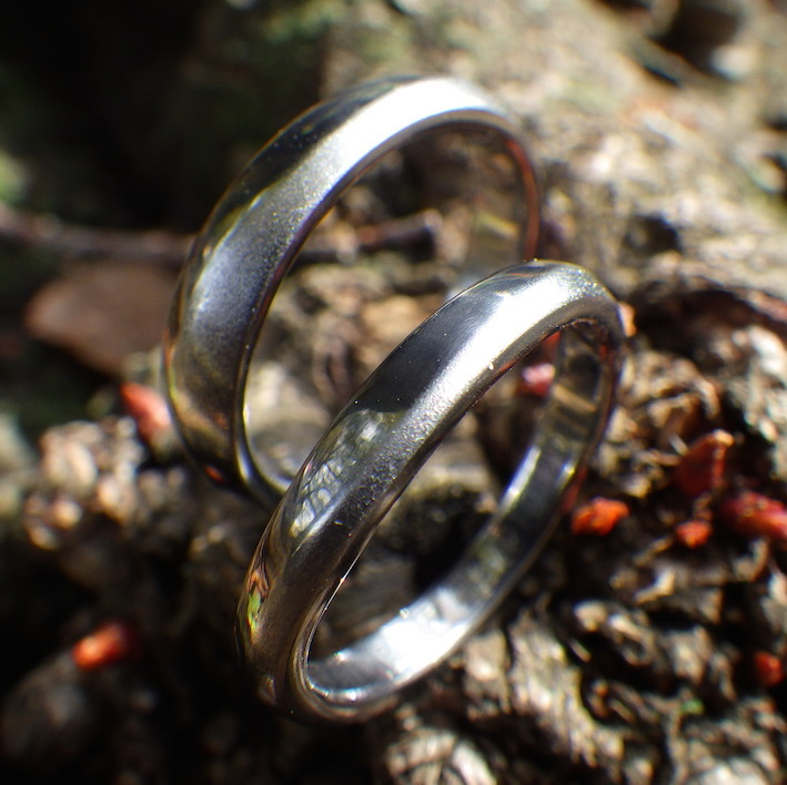 黒くて魅力的な素材・タンタルの結婚指輪 Tantalum rings