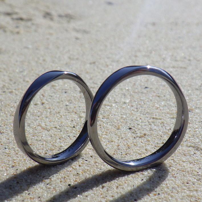 タンタルの深く澄んだ黒色・金属アレルギー対応の結婚指輪 Tantalum Rings