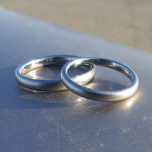 ニッケルフリー、パラジウムフリー、カッパーフリー・金属アレルギーに配慮したハフニウムの結婚指輪