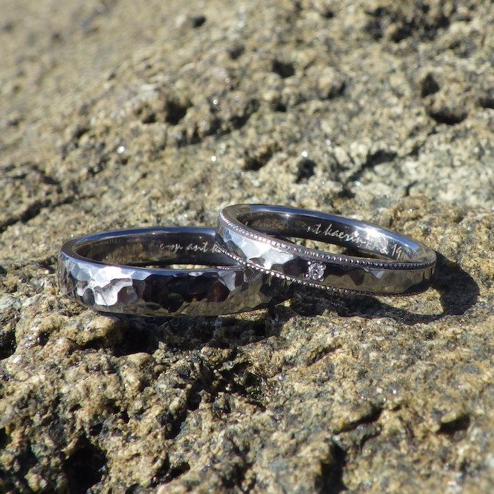 タンタルの指輪に鎚目加工とミル打ち加工、ダイヤモンドの石留め