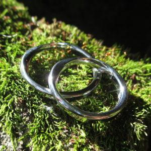 メビウスの輪・金属アレルギーにならないハフニウムの結婚指輪 Hafnium Rings