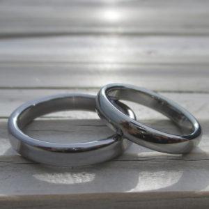 2つで1つ!タンタルとハフニウムの結婚指輪 Tantalum & Hafnium Rings