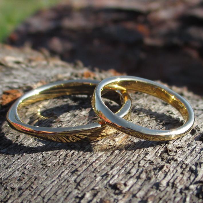 婚約指輪との重ね着けが美しい22金イエローゴールドの結婚指輪 22K Yellow Gold Rings