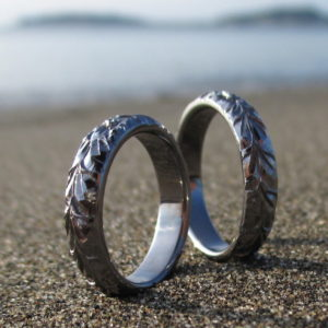 特殊素材のハワイアンジュエリー・タンタルの結婚指輪 Tantalum Rings Hawaiian Engraved