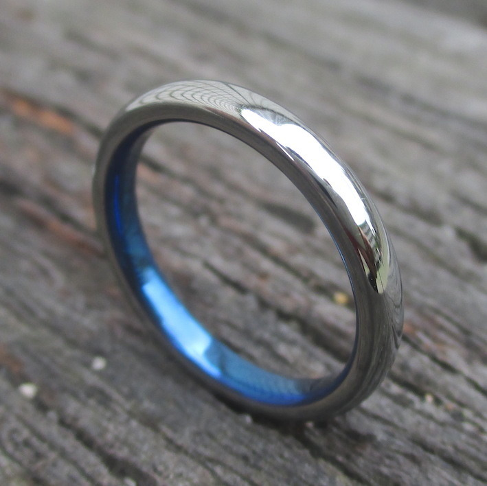 白いハフニウムと青いチタンを組み合わせた指輪 Hafnium × Titanium Ring