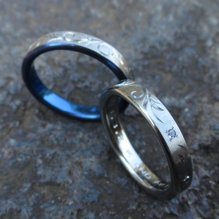 蔦の彫刻・ハフニウムとジルコニウムの結婚指輪 Hafnium & Zirconium Rings
