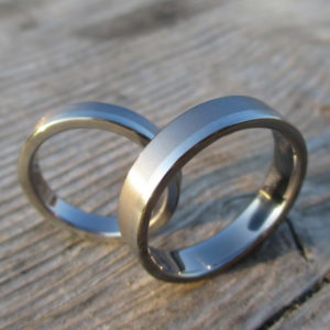 結婚20周年にずっと身につけ続けられるものを・タンタルとハフニウムのペアリングTantalum & Hafnium Rings