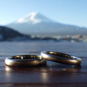 金属アレルギーでも身に着けられるタンタルの結婚指輪 Tantalum Rings
